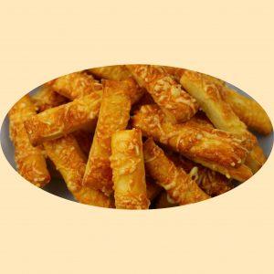 Sós rudak sajttal megszórva.