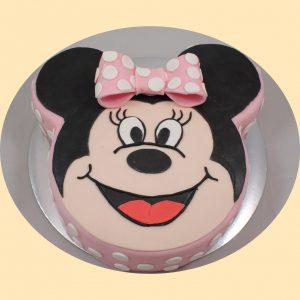 Minnie egér arcát ábrázoló formatorta rózsaszín fehér pőttyös masnival díszítve.